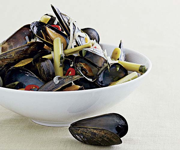Spicy Steamed Mussels with Lemongrass, Chile & Basil